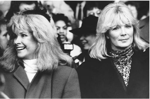 J. Z. Knight with Linda Evans. (AP/WIDE WORLD PHOTOS)