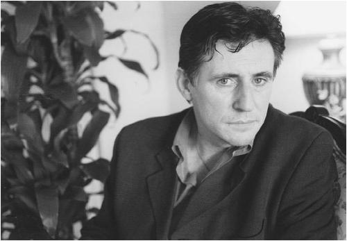Gabriel Byrne portrays a priest in the movie Stigmata. (KEVORK DJANSEZIAN/AP/WIDE WORLD PHOTOS)