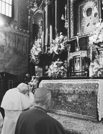 Pope John Paul II praying at the Black Madonna Shrine in Czestochowa, Poland, in 1999. (AP/WIDE  WORLD PHOTOS)