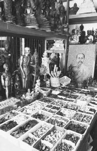 Amulets at the Wat Market. (CORBIS CORPORATION)
