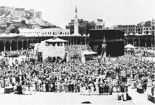 Large crowd of Muslims making their pilgrimage to Mecca. (THE LIBRARY OF CONGRESS)