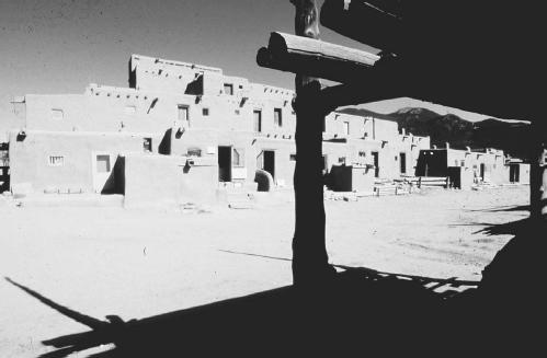 Taos Indian Pueblo. (KLAUS AARSLEFF/FORTEAN PICTURE LIBRARY)