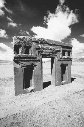The Puma Punka temple at Tiahuanaco, Bolivia. (KLAUS AARSLEFF/FORTEAN PICTURE LIBRARY)